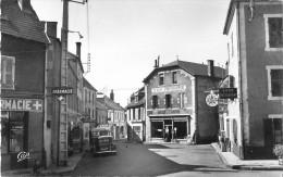 63 Saint Gervais D´Auvergne  La Rue Du Commerce - Saint Gervais D'Auvergne