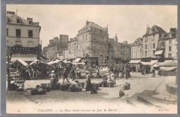FALAISE . La Place Saint - Gervais Un Jour De Marché . - Falaise