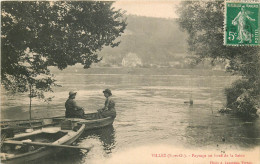 Villez  Paysage Au Bord De Seine  Deux Femmes Dans Une Barque - France