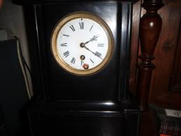 Horloge Ancienne à Remettre En Route Clé Possible - Horloges