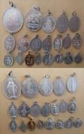 Mada-722 Lot De 20 Médailles Religieuses La Majorité En Alu - Religion & Esotericism