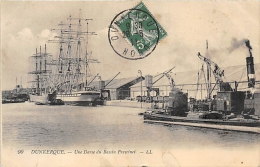 NORD  59  DUNKERQUE    UNE DARSE DU BASSIN FREYCINET  VOILIER  QUATRE MATS - Dunkerque