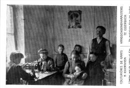 Denderleeuw Iddergem  - Handschoenennaaisters - ( Tentoonstelling Van Den Huisarbeid 1910 Brussel ) - Denderleeuw