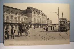 LYON   --- GARE  De Brotteaux  -- La Station Des  Tramways - Lyon