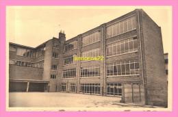 CPSM  Belgique  WAREMME Institut Notre Dame Du Sacré Coeur  ,école Primaire Façade Interieure Et Cour - Waremme