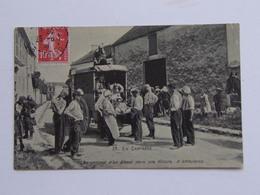 MILITAIRE FRANCAIS En CAMPAGNE N°39 CHARGEMENT D'un BLESSE Dans Une AMBULANCE Armée Guerre 1914 1918 Infanterie Soldat - Guerre 1914-18