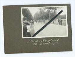 Photo  Collée Sur Carton Provenant D'un Album  - Paris -Roubaix 16 Avril 1933 - Cyclisme  , Course  Vélo - Cycling