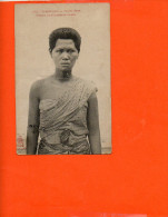 CAMBODGE - Phnom- Penh - Femme Cambodgienne (pliée Milieu) - Cambodge
