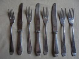 Ancien Reste De Ménagère NOVESTA Solingen 8 Couverts Rostfrei - Forks