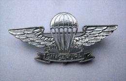 SINGAPOUR  Brevet Parachutiste Paratroops Elite Insigne Badge Pin - Airforce