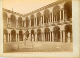 ITALIE- MILANO- Grande Photo Palazzio Brera Cortile,Tirage Albuminé Monté Sur Carton Circa 1880 - Lieux