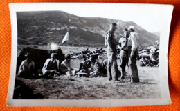 Petite Photo 87x62mm Soldats à Vassieux Le 5 Aout 1945 - Guerre, Militaire
