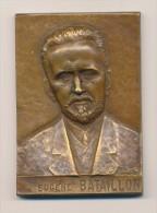 Bronze Médaille De Table EUGENE BATAILLON Du Graveur L. GUIGUES Médecine 1932 - Professionals / Firms