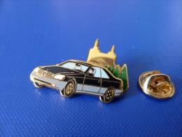 Pin's Arthus Bertrand - Voiture Mercedes Noire Noir - Double Moule (AD1) - Arthus Bertrand