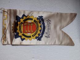 Fanion:   AVIGNON     * ROTARY CLUB INTERNATIONAL * - Organisations