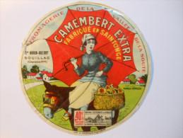 A-17062b - Etiquette De Fromage CAMEMBERT PARAPLUIE ROUGE Morin Guerry à SOUILLAC Vallée De La Soute Charente-Maritime - Fromage