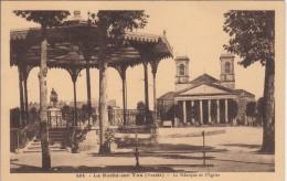 Thématiques 85 Vendée La Roche Sur Yon Le Kiosque Et L'Eglise Ecrite Datée Main 15 12 1934 - La Roche Sur Yon
