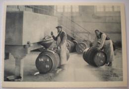 1 CPA Vierge 51 REIMS Le Vin Sortant Du Pressoir Est Reçu Dans Une Cuve (maison Louis Roederer Champagne) - Reims