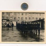 N° 111 - Militaria - Un Officier Supérieur Passe En Revue Une Brigade De Gendarmes Mobiles - Guerra, Militari