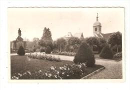 CPA 90 DELLE Square Du Souvenir - Jardin - Clocher Statue - Delle