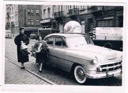 Photo 18 Cm X 13 Cm, Octobre 1953, CHEVROLET Diesel, Garage C.F. Wismeyer, 30 Chaussée De Forest, Bruxelles - Automobili