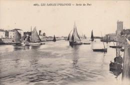 Thématiques 85 Vendée Les Sables D'Olonne Sortie Du Port - Sables D'Olonne