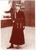 POSTWOMAN C. 1915 With ´Shako´ - Officer´s Number ´SE24´ On Coat Collar (Postal Museum, London) - Post