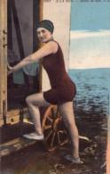 CPA:   A LA MER :   Retour Du Bain Dans La Cabine Roulotte En 1926.    (A 3753) - Swimming
