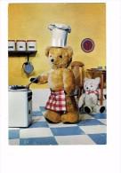Les Oursons Gros Ours Prépare Des Crêpes - Bear Ours En Peluche Cuisine Cuisinière Sucre Sel Farine Horloge - Comics