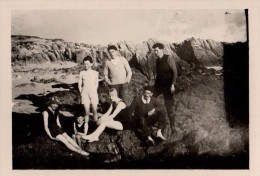 Photo Originale Plage Et Maillot De Bain - Photo De Famille Sur Les Rochers En Août 1927 - - Personnes Anonymes