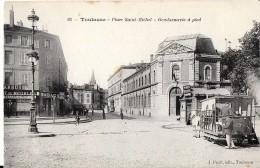 TOULOUSE HAUTE-GARONNE 93 PLACE SAINT MICHEL GENDARMERIE A PIED TRAMWAY VOITURE - Toulouse