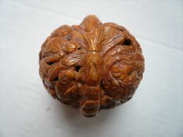 Noix Sculptée De Têtes De Bouddha - Chine Ou Japon - Diamètre: 4cm - Otros