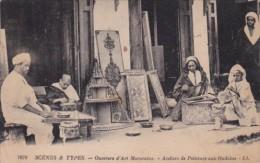 Marocco Marrakesh Ouvriers D'Art Marocains Ateliers De Peinture Aux Oudalas - Marrakesh