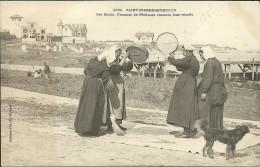 SAINT PIERRE QUIBERON - Les Quais - Femmes De Pêcheurs Vannant Leur Récolte                 - Villard 2192 - France