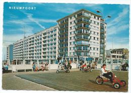 CPSM NIEUWPOORT, LA DIGUE DE MER ANIMEE, FLANDRE OCCIDENTALE, BELGIQUE - Nieuwpoort