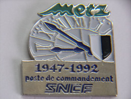 Pin´s - METZ - 57 - SNCF - Poste De Commandement - 1947-1992 - Steden
