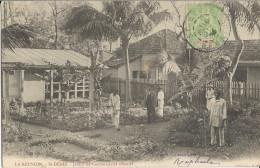 REUNION -  ST DENIS - CPA ANIMEE Du JARDIN Du COMMISSARIAT COLONIAL - VOYAGEE En 1904 -  Etat : TTB - Saint Denis
