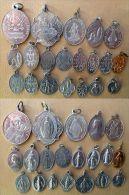 Mada-719 Lot De 20 Médailles Religieuses La Majorité En Alu - Religione & Esoterismo
