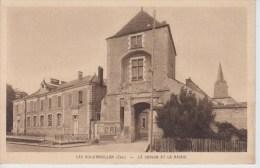 CPA Les Aix-d´Angillon - Le Donjon Et La Mairie - Les Aix-d'Angillon