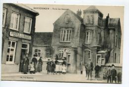 CPA  Brouckerque école Et Commerce - France
