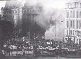 25651 -RENNES 35 France -manifestations 4 Fevrier 1994 -pecheurs -Bouquinerie Quais- Photo Douliery -2 Quai Gambetta - Rennes