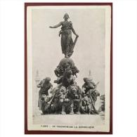 Paris  Le Triomphe La République - Statues