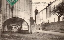63Cc   83 Roquebrune Les Portiques Et Tour De L'horloge (vue Pas Courante) - Roquebrune-sur-Argens
