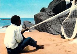 Afrique- CAMEROUN - KRIBI Fabrication D´un Filet De Pêche (pêcheur)*PRIX FIXE - Cameroun