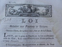 LOI RELATIVE AUX PENSIONS ET SECOURS 1792 - Décrets & Lois