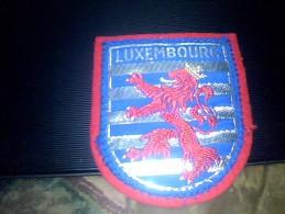 Ecusson Brodé En Tissu Armoiries Du Luxembourg - Ecussons Tissu