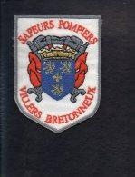"""Pompiers - Ecusson Ou Badge De Manche Tissu  """" Sapeurs Pompiers De Villers Bretonneux  """" 80 - Firemen"""