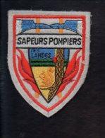 """Pompiers - Ecusson Ou Badge De Manche Tissu  """" Sapeurs Pompiers Des Landes """" 40 - Firemen"""