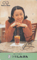 Télécarte Japon - FEMME / Jus De Fruits - FACE TO FACE - GIRL Japan Phonecard - Frau Telefonkarte - 2210 - Japan
