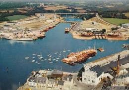 CPSM 29 @ CONCARNEAU @ Bateaux - L´arrière Port - Vue Aérienne - Usine - Chantier Naval - Concarneau
